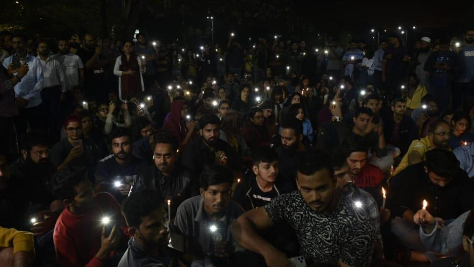 AMU student protest against JNU violence