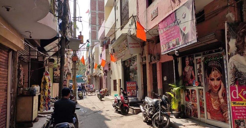 delhi violence hindu flag clash