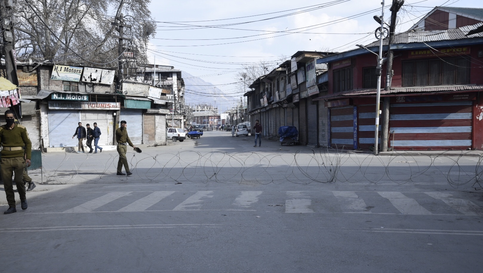 Paramilitary forces used barbed wire to curb the movement of locals