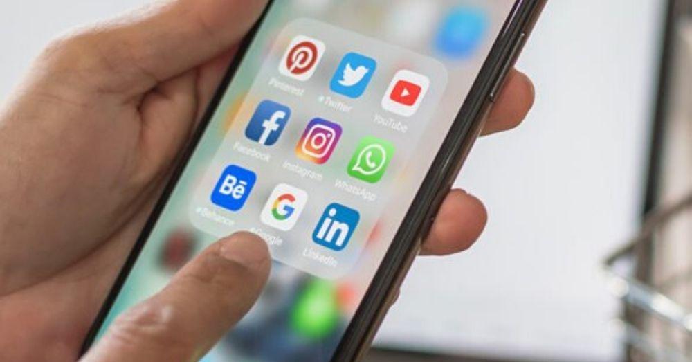 social media-phone-online