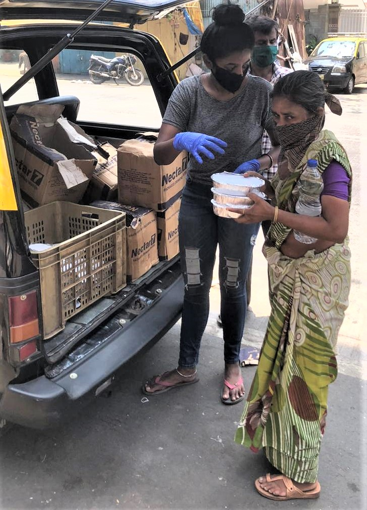 Sandhya distributing food
