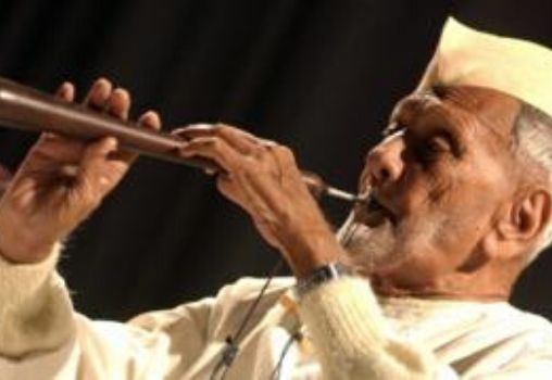 ustad bismillah khan playing shehnai