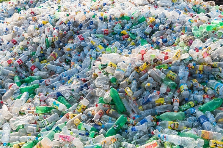 On the deceptive use of plastic