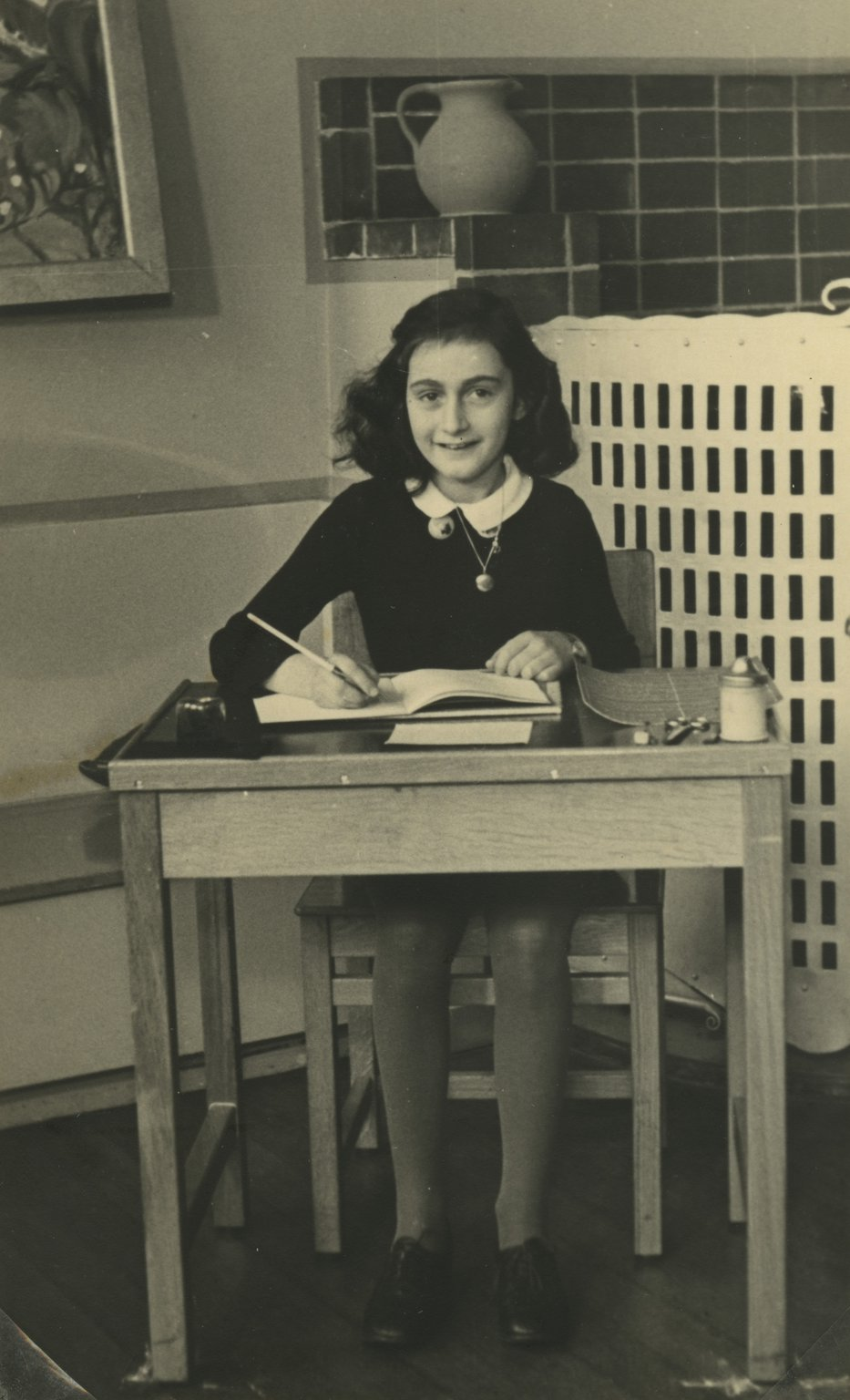 Anne in her final year of primary school, 1940.||Credits: Anne Frank House