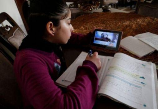 online classes-girl-student-class-phone