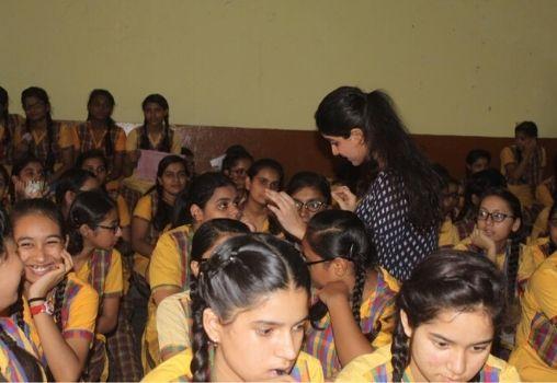 praisanshi volunteers taking workshops on sexual health
