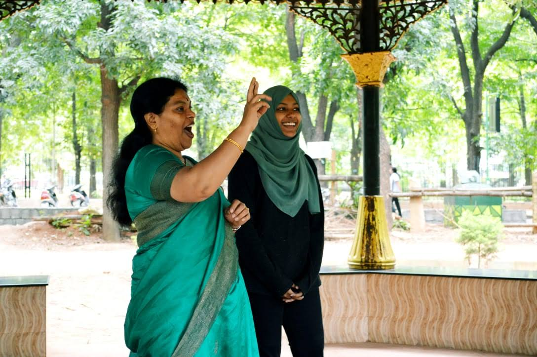 Samah and a Sign Language interpreter working together to draft RTI applications with a group of people with disabilities