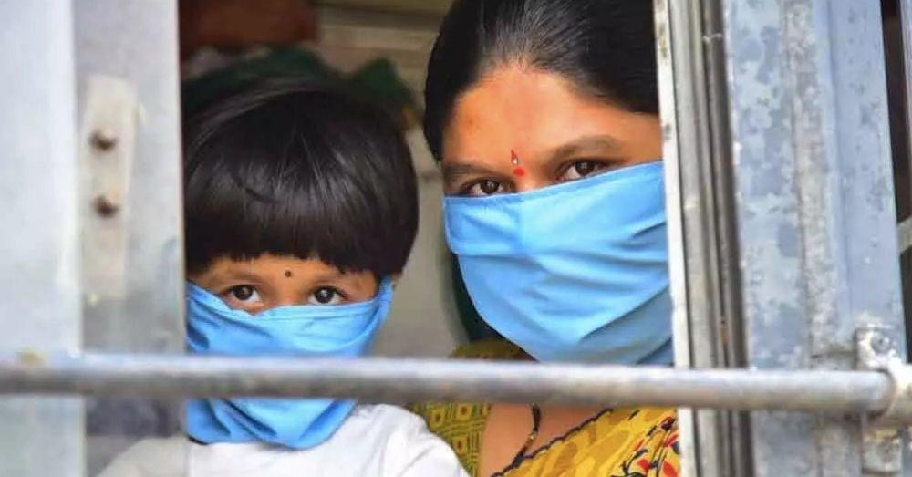 mother daughter wearing mask