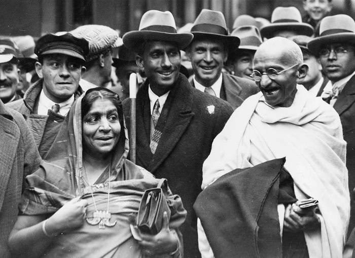 Mahatma Gandhi at Boulogne station with Sarojini Naidu
