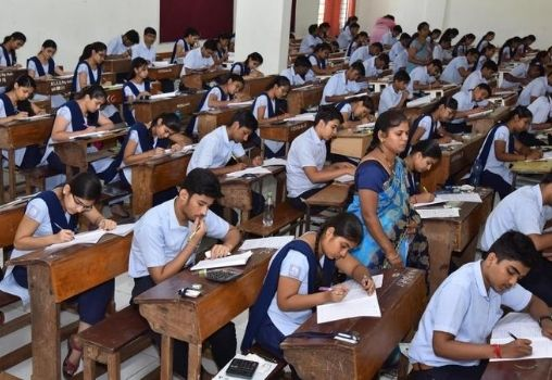 exam hall in which large number of students are giving exam