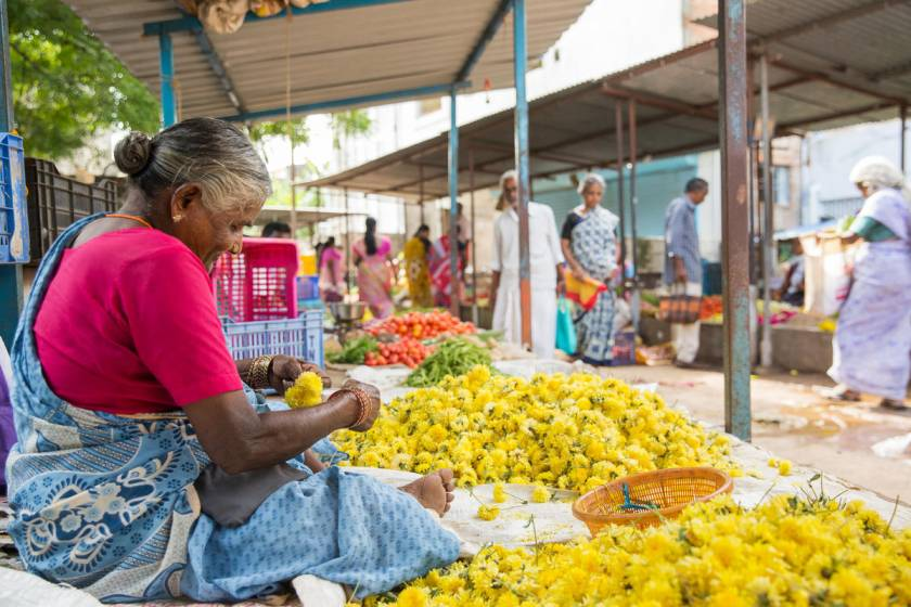 woman-flower-vendor-at-a-market-in-Vellore