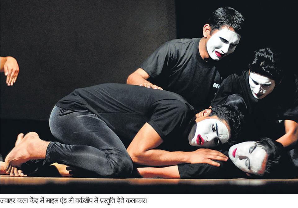 A mime i was part of, performed in Jawahar Kala Kendra, Jaipur.