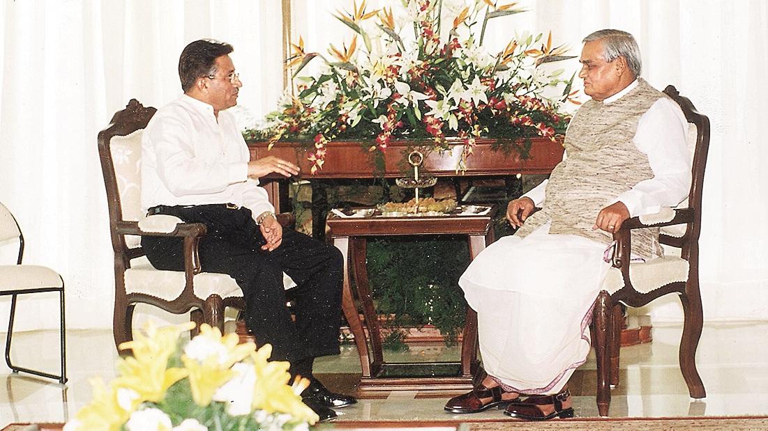 Vajpayee and Musharraf at the Agra Summit