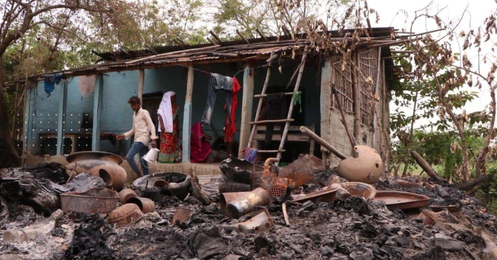 दलित समुदाय की बस्ती को जलाकर