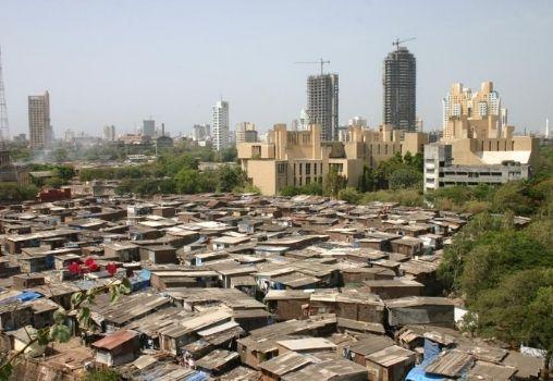 Mumbai_India_slum_June_2005