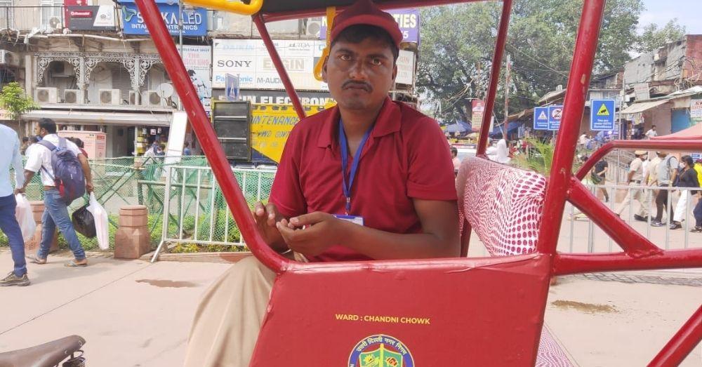 हाथ रिक्शा के चालक संदीप