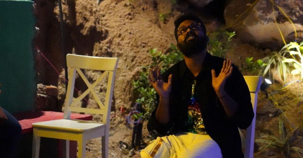 हैदराबाद के टेरासेन कैफे में LGBTQIA+ समुदाय के लोगों के BI/PAN उत्सव के कुछ दृश्य