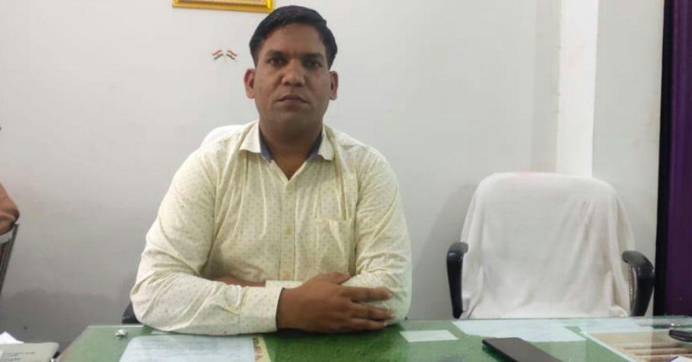 परिवहन विभाग फिरोजाबाद के सम्भागीय निरीक्षक (प्राविधिक) हरिओम ने